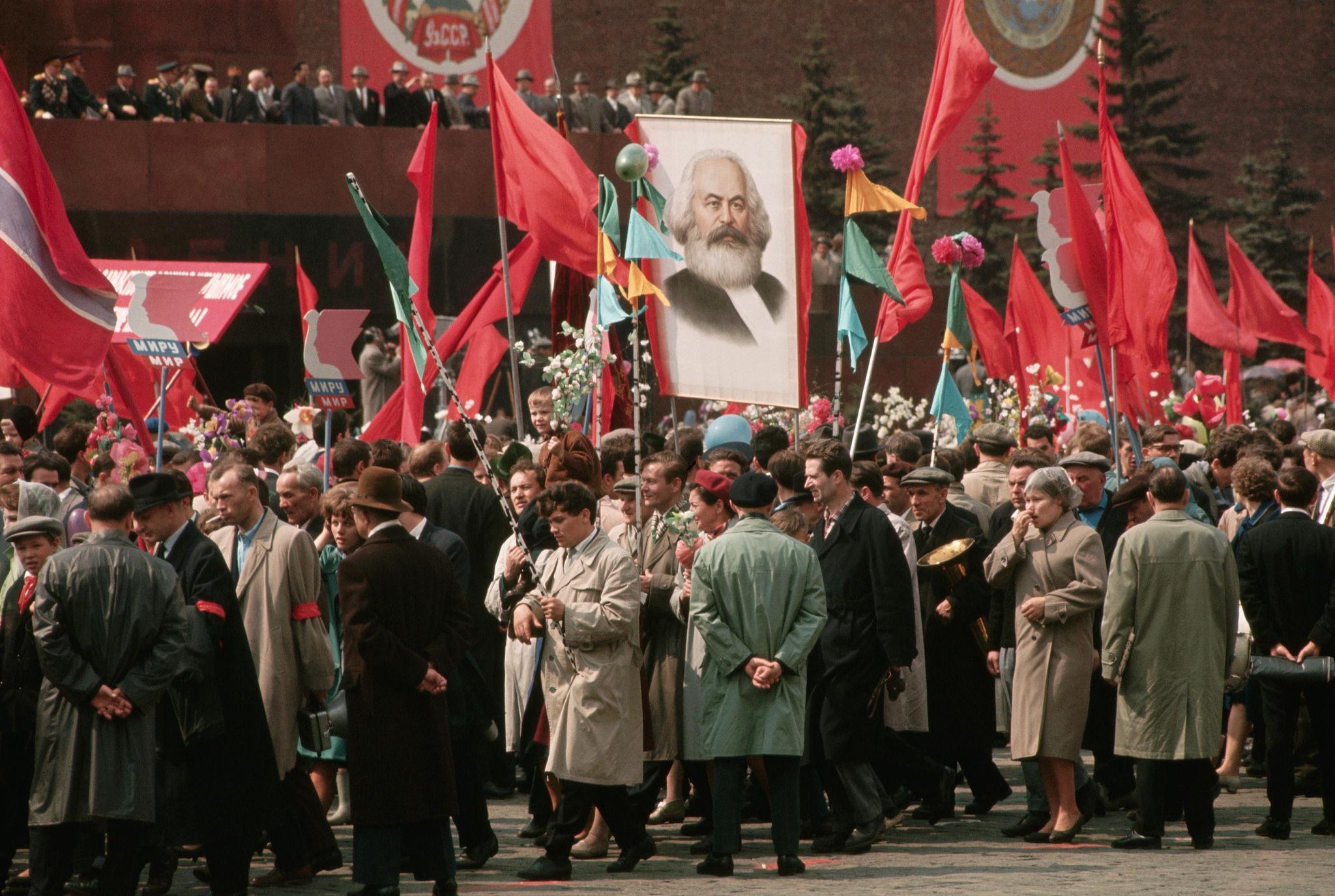 Первомайская демонстрация. 1964.jpg