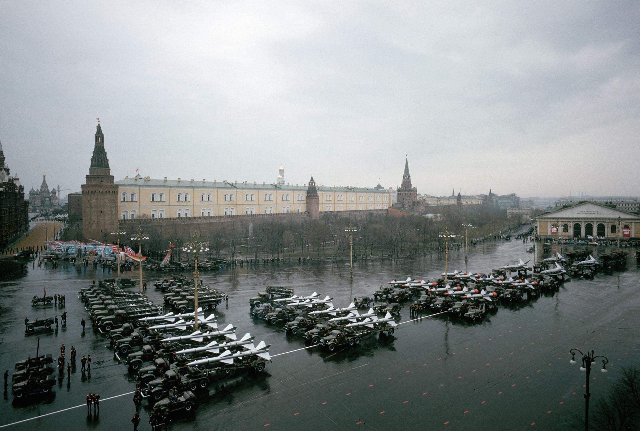 Первомайский военный парад. Манежная площадь.1964.jpg