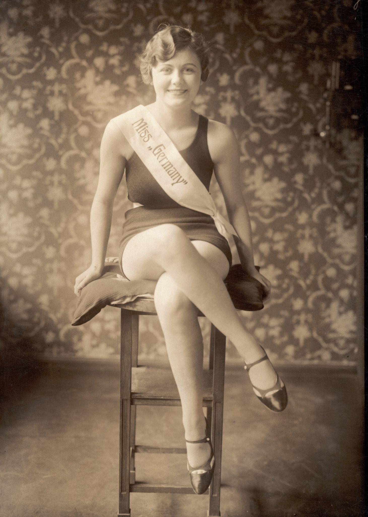 1930. Немецкая новогодняя королева и мисс Германия Ирма Хофер.jpg