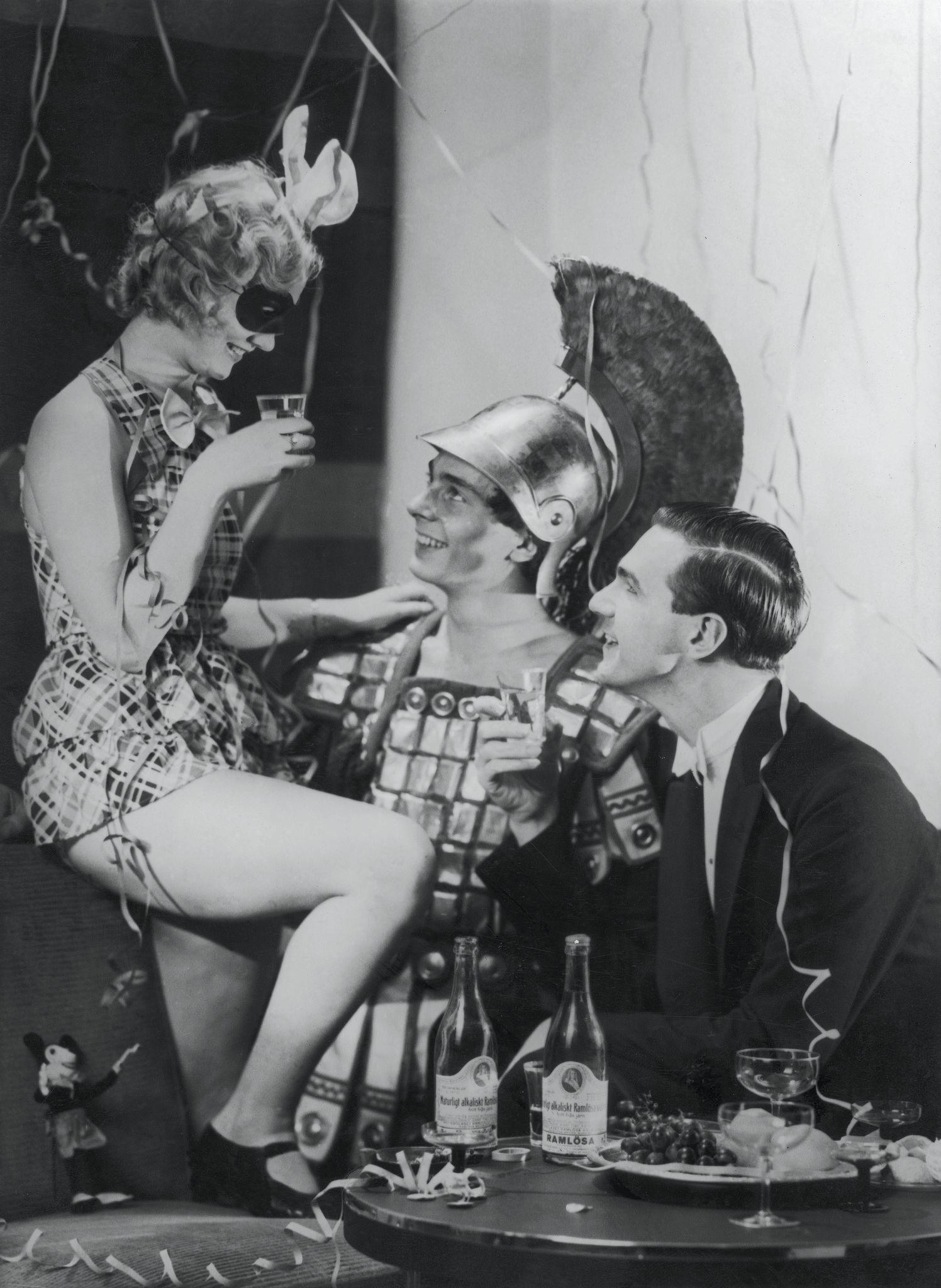 1930-е. Новогодний костюмированный бал.jpg
