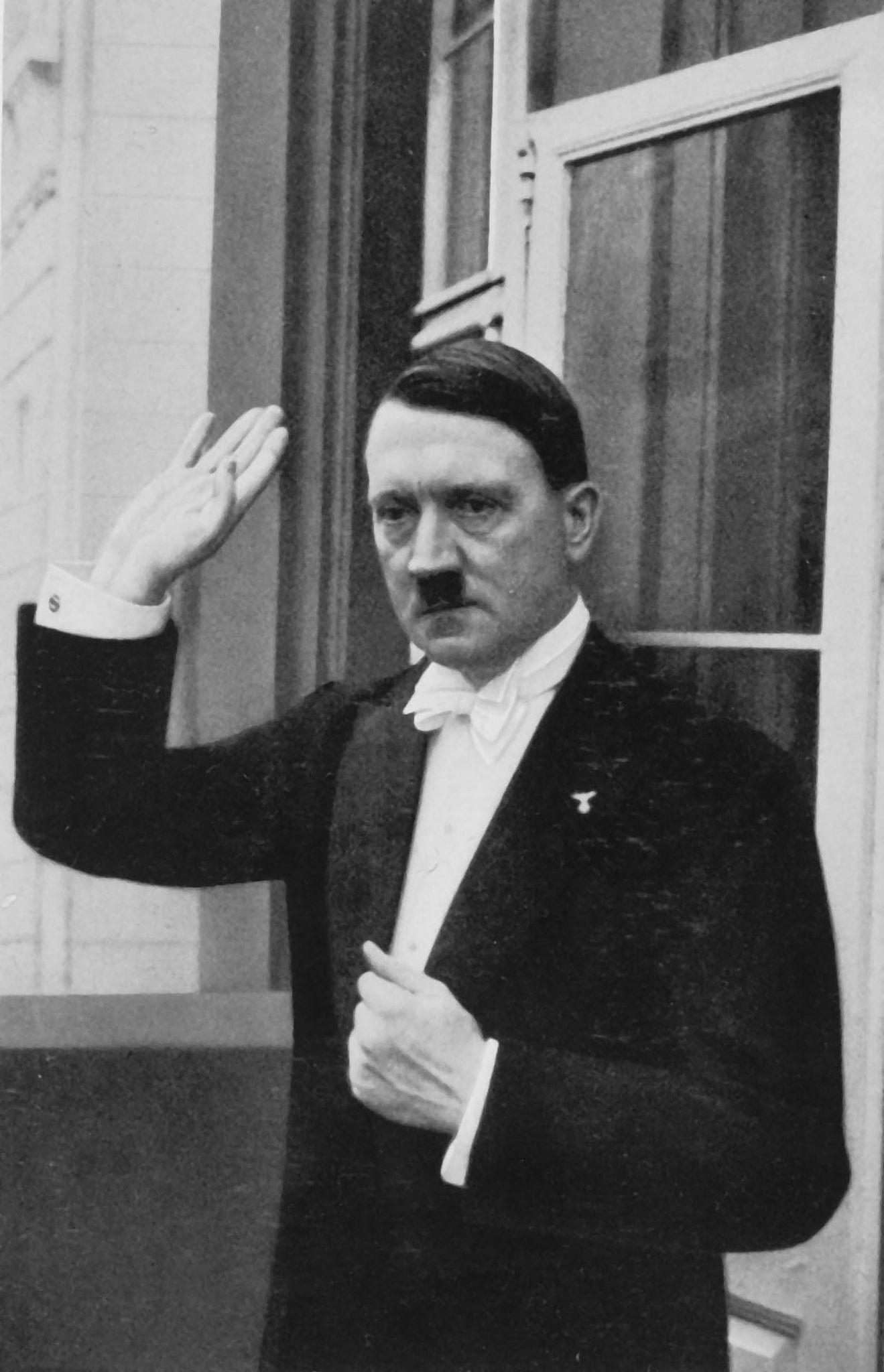 1936. Адольф Гитлер после дипломатического приема в канун Нового года.jpg