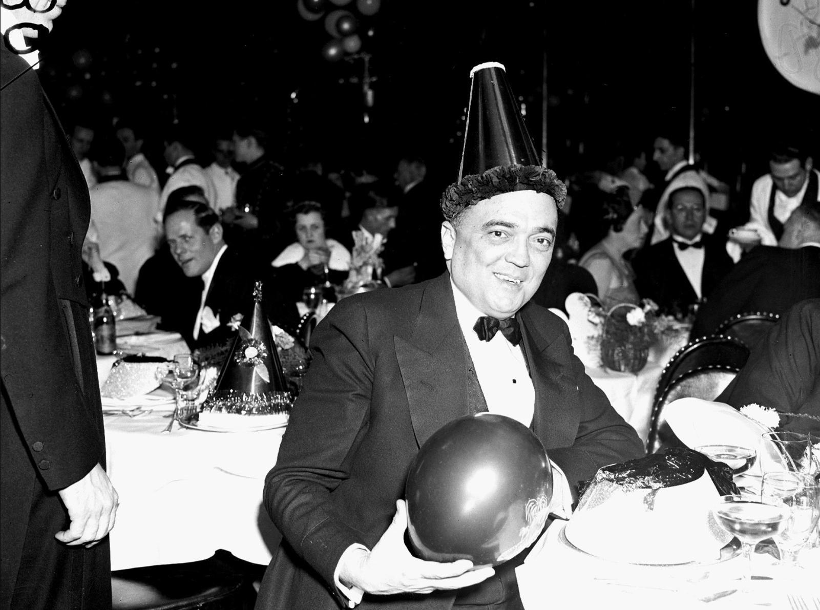 1938. Директор ФБР Дж. Эдгар Гувер на новогодней вечеринке, 1 января.jpg