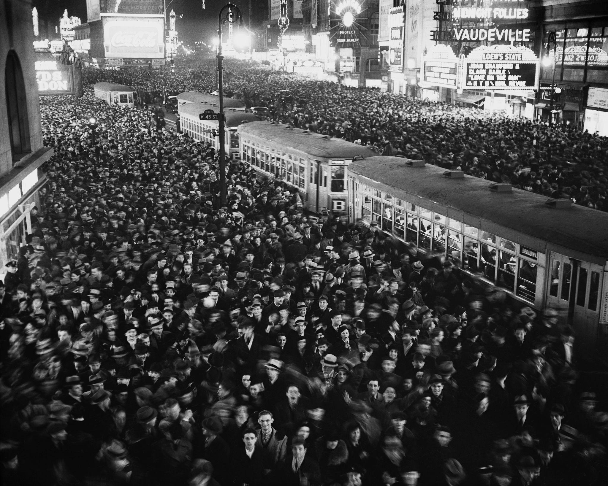 1938., Нью-Йорк. Канун Нового года на Таймс-сквер.jpg