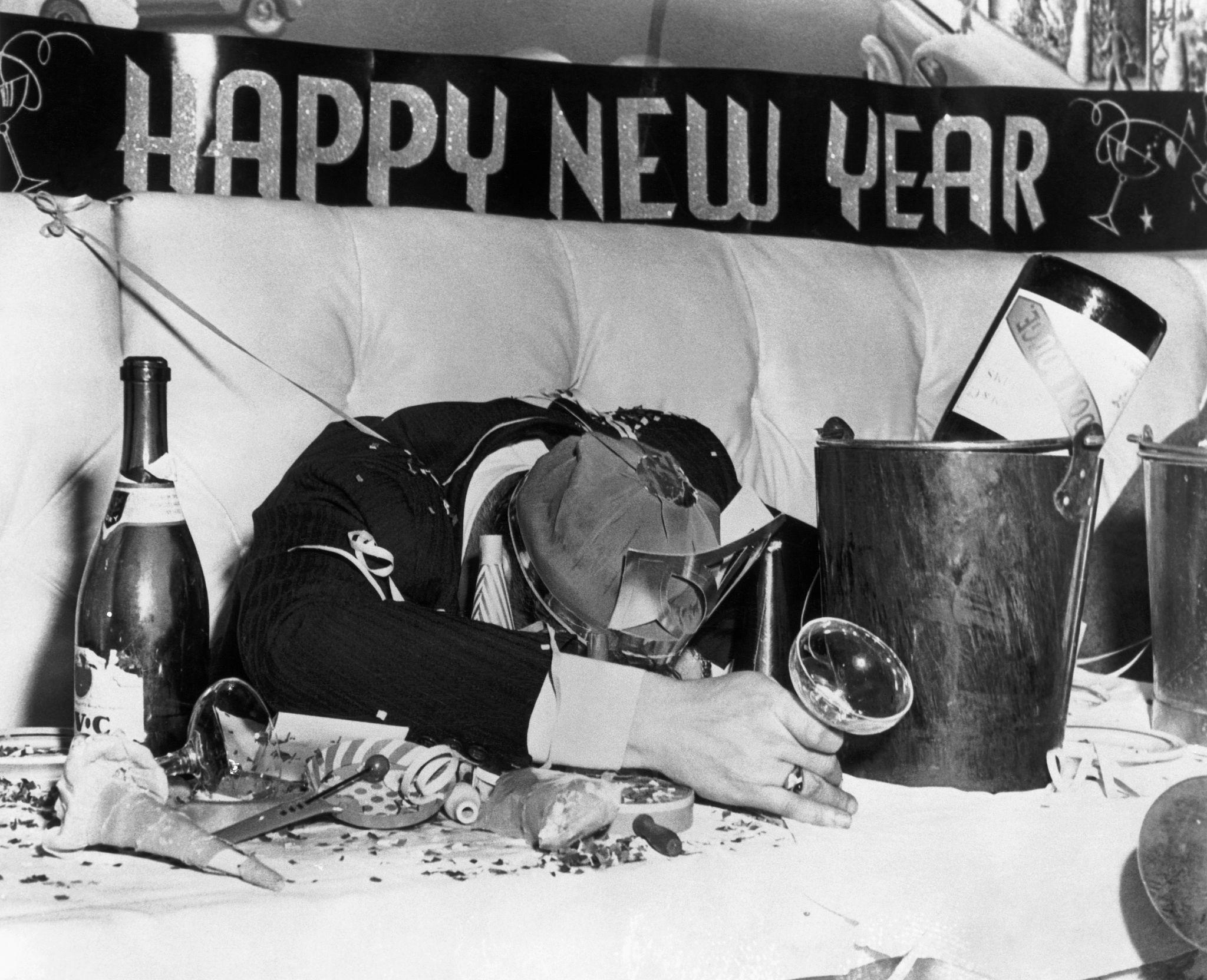 1947. Нью-Йорк. Все, что осталось от 1947 года - головная боль и работа уборщикам.jpg