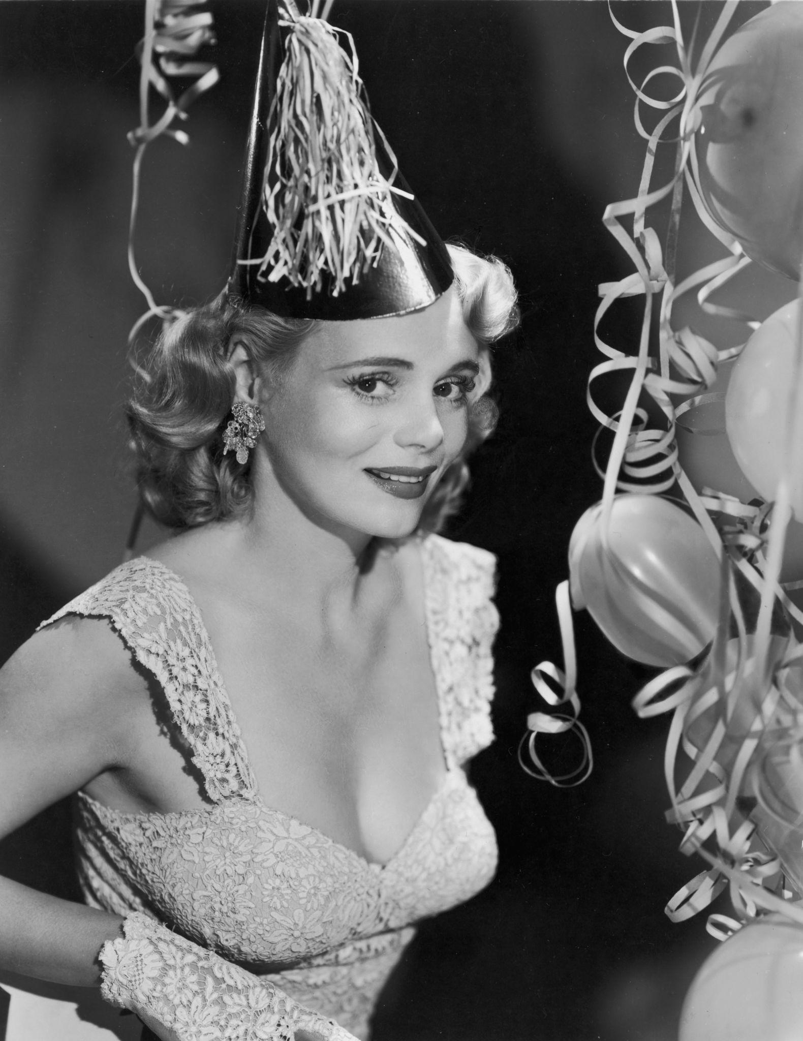1948. Актриса Мари Уилсон празднует Новый год.jpg