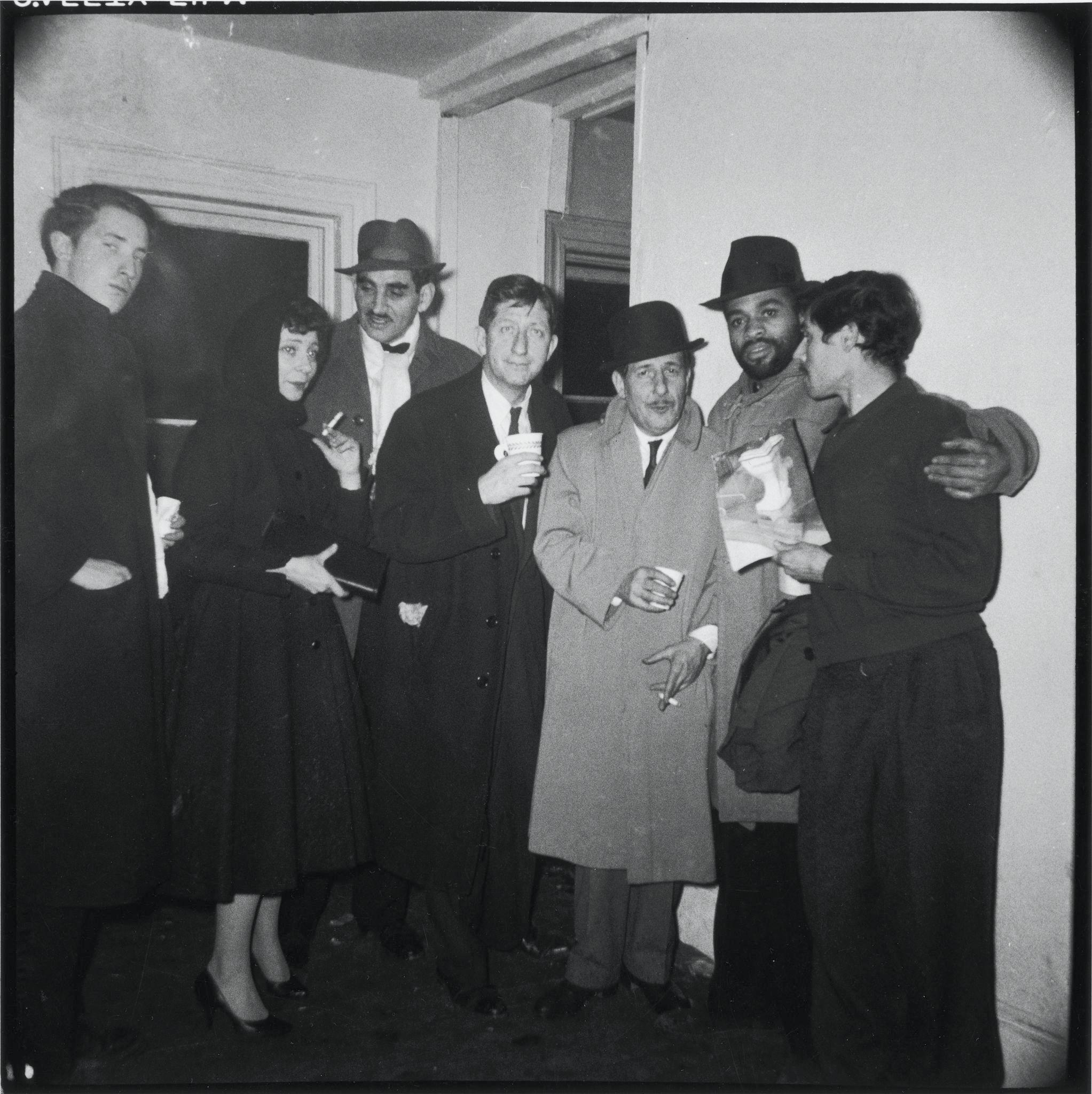 1958. Покровители Клуба художников позируют вместе в канун Нового года в Нью-Йорке, 31 декабря.jpg