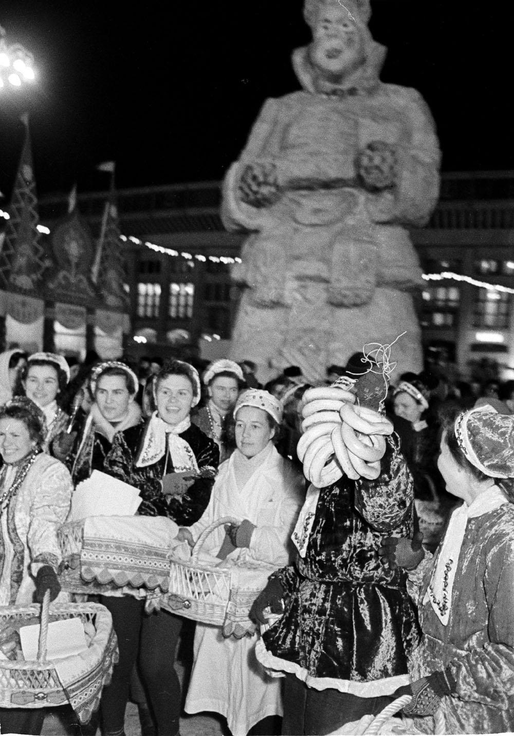 1958. Праздник Русская зима в Лужниках. Автор Г. Корабельников.