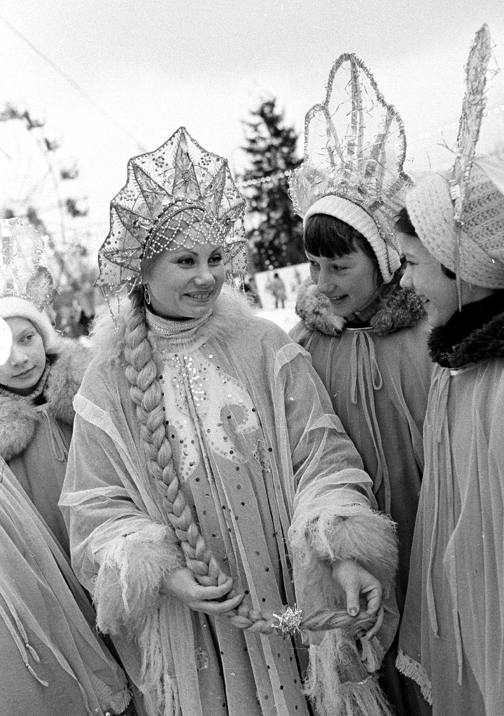 1981. Новогоднее представление Сказ о волшебной стреле и добром сокольничем в Сокольниках. Январь