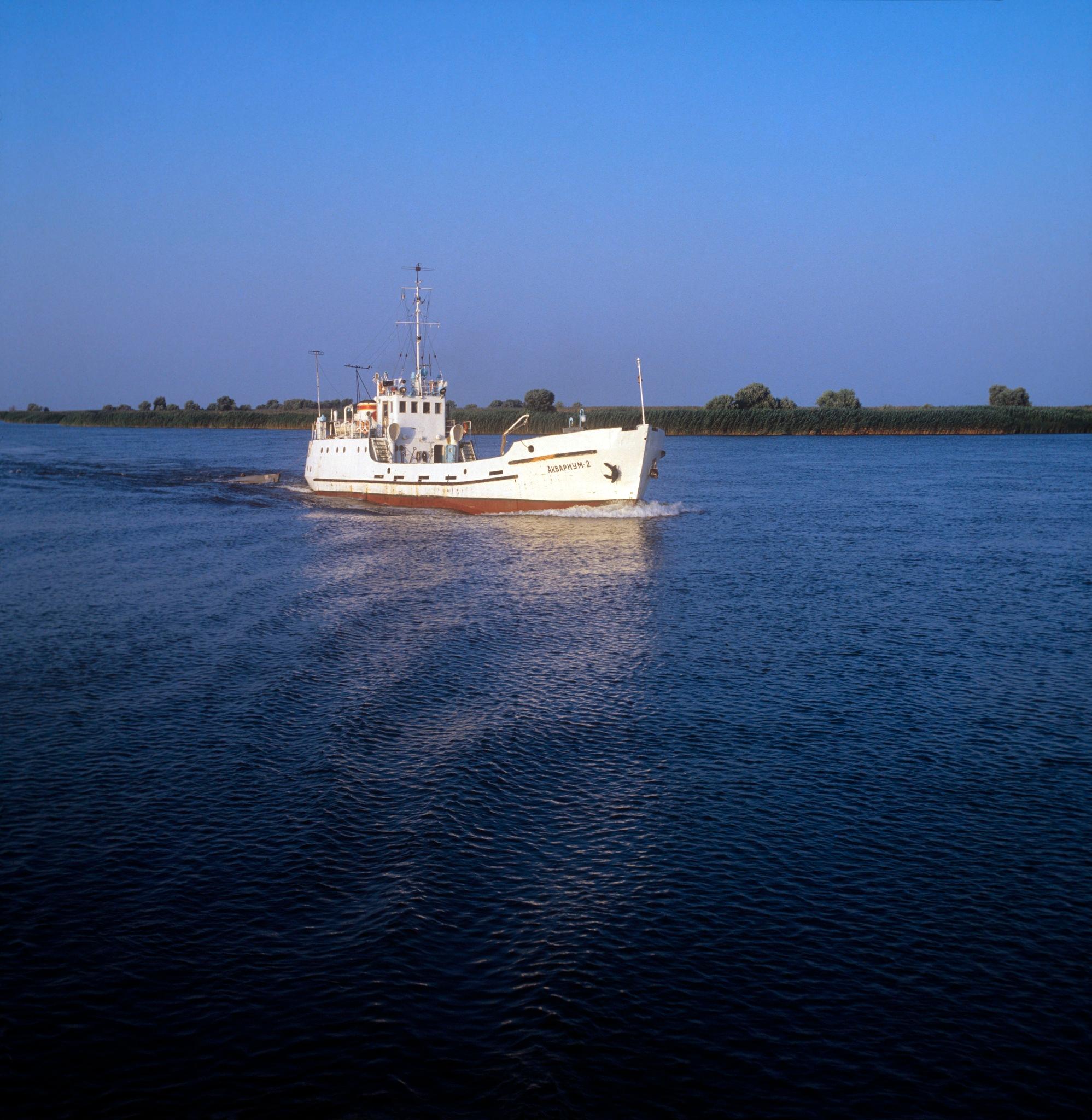 Рыборазведение. Корабль «Аквариум-2» с молодью осетров отправляется в море