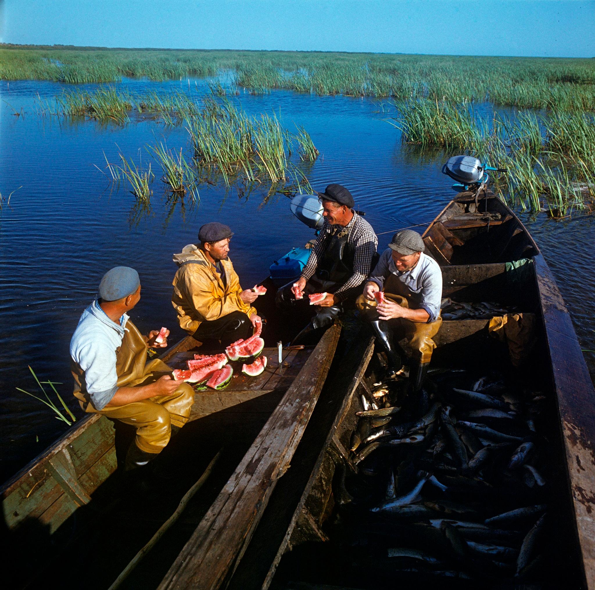 Волжские рыбаки на привале