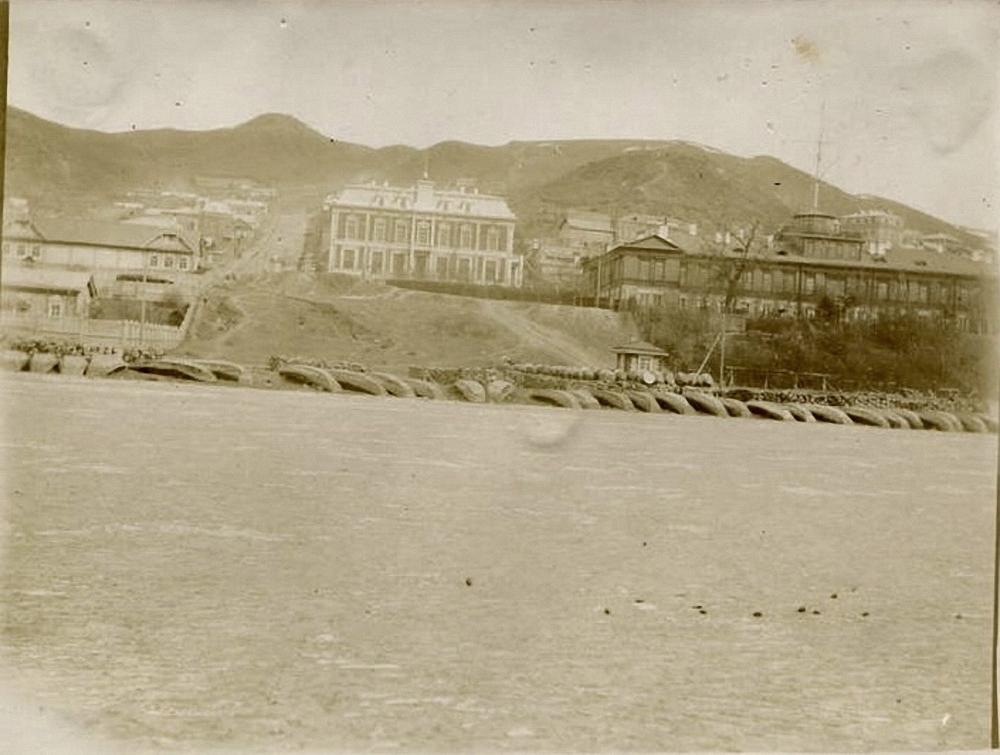 Миссионерская улица, городская управа и Морской штаб. 1896