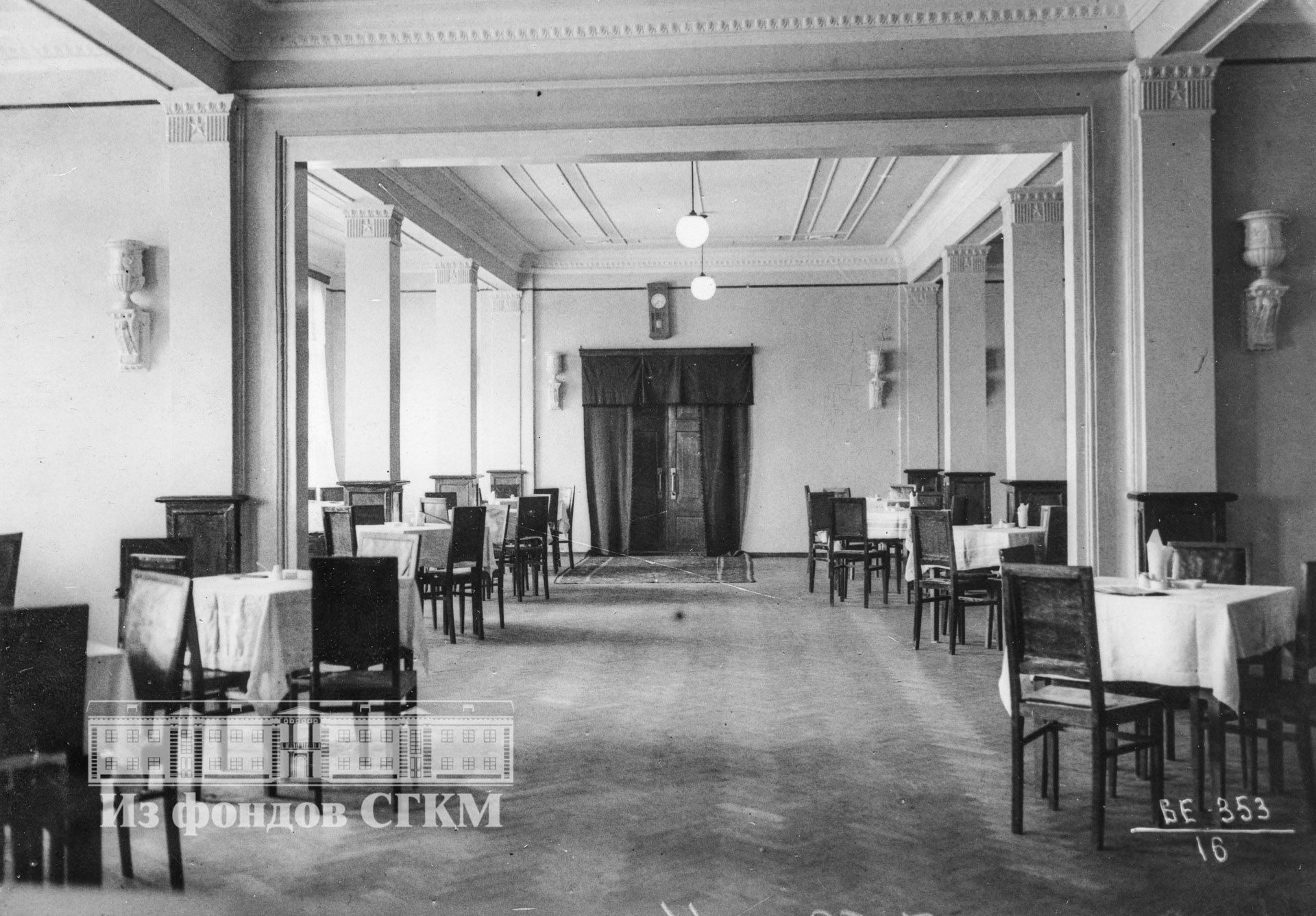 1939. Внутренний вид столовой.