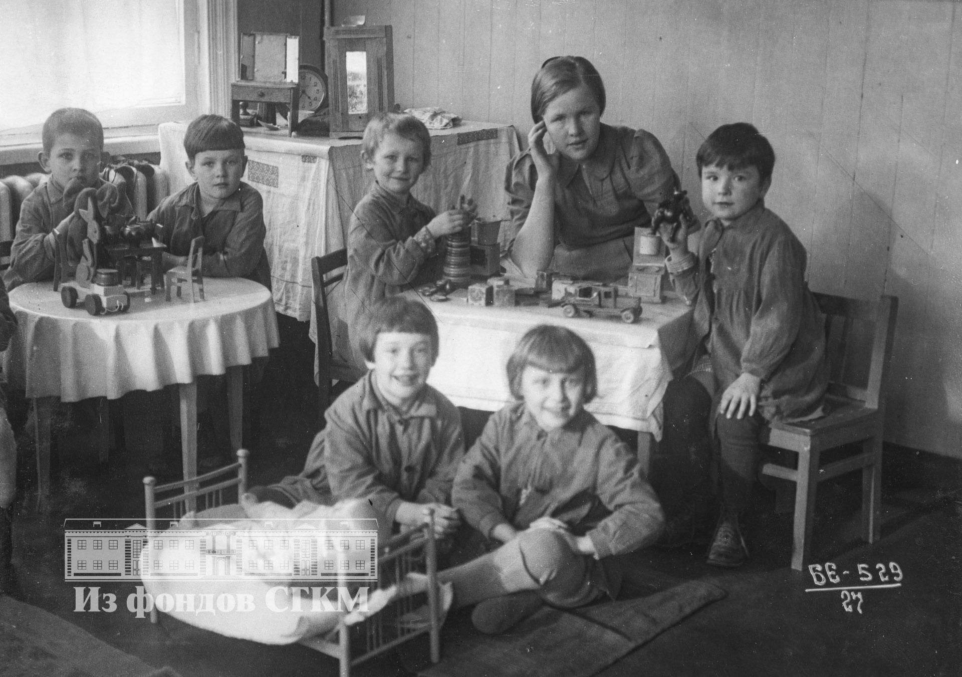 1940. Детский сад строительства. Старшая группа. Игры
