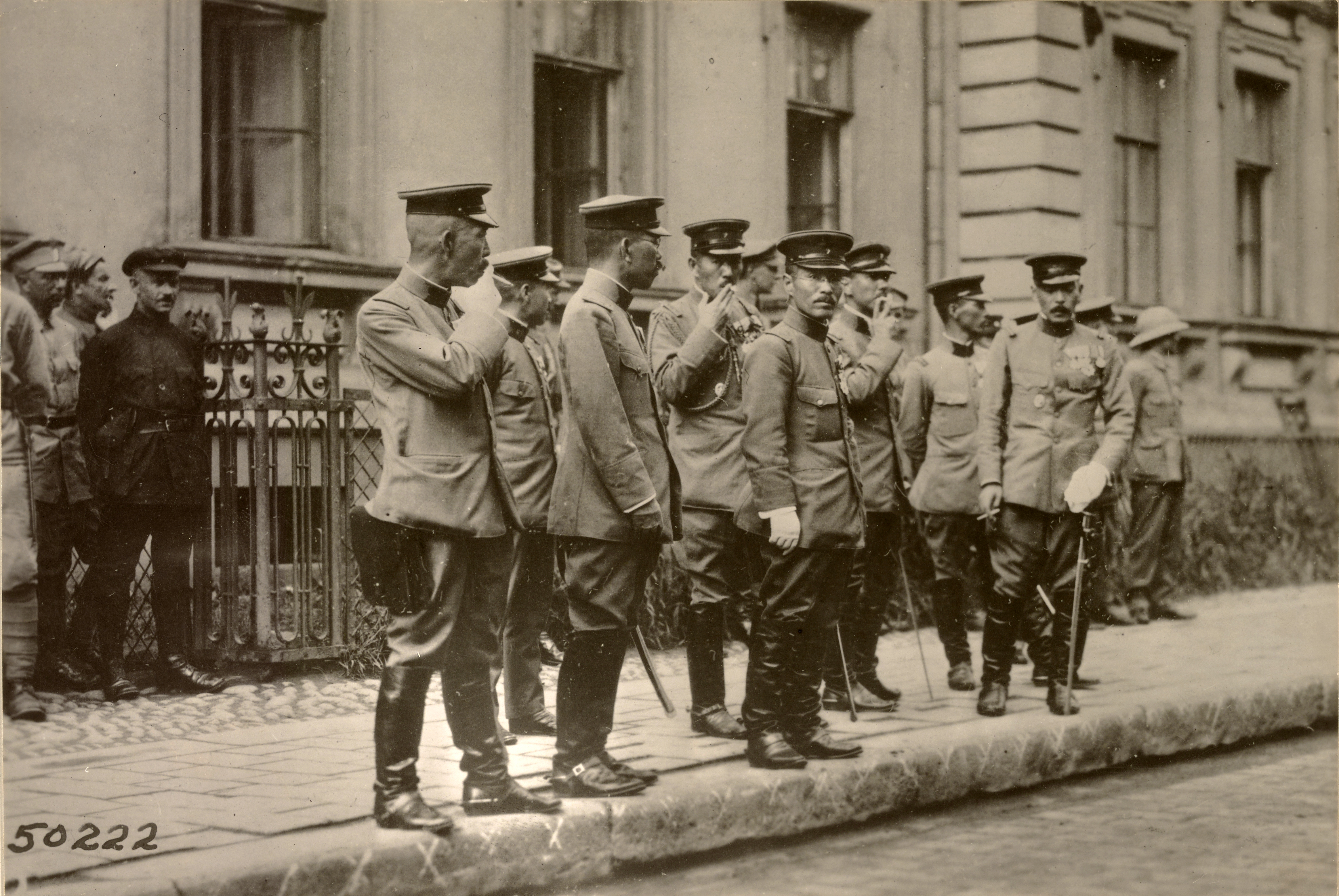 Высадка и прохождение японских войск. Японские офицеры