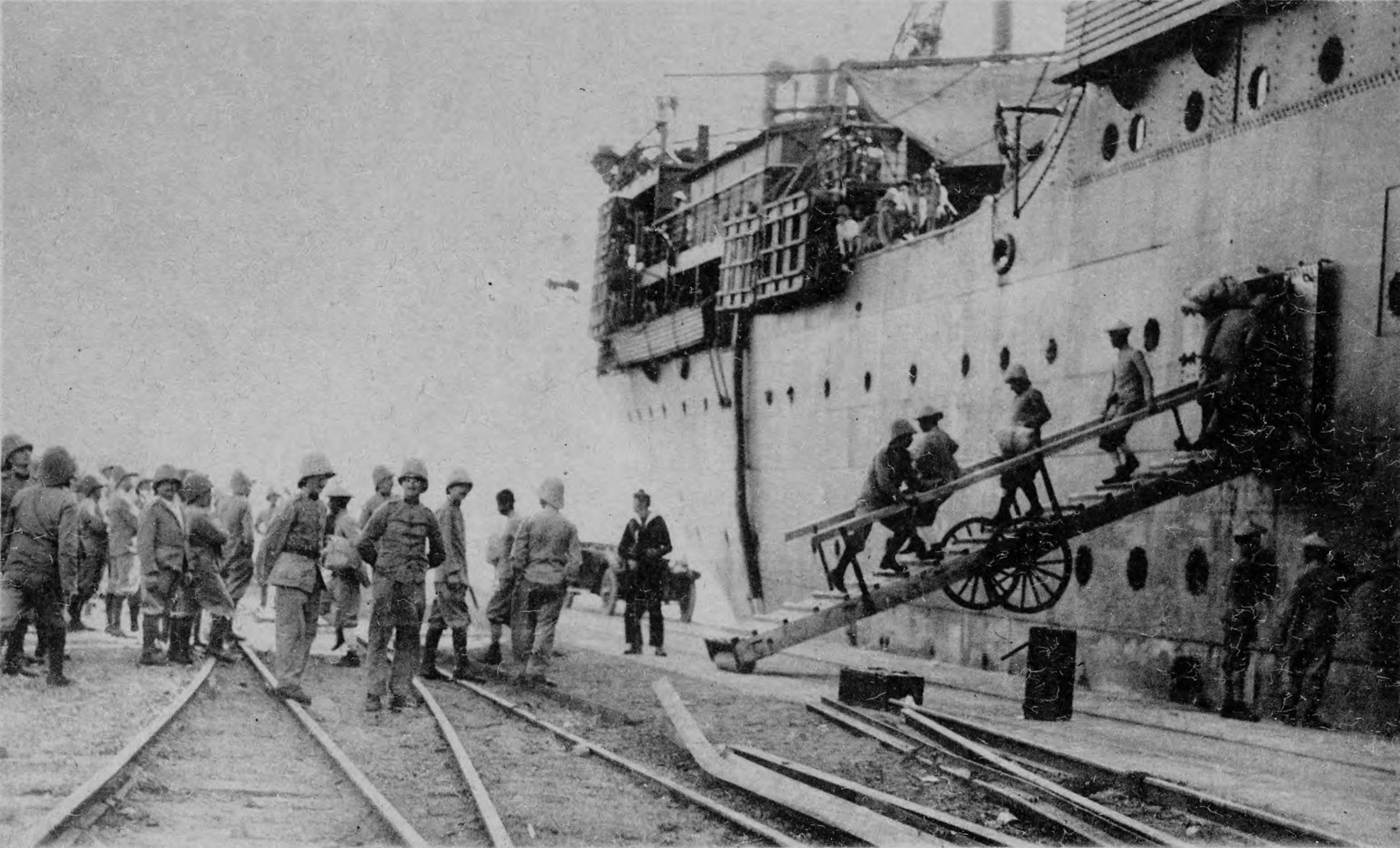 Высадка французских колониальных войск с лайнера «Андре Лебон»