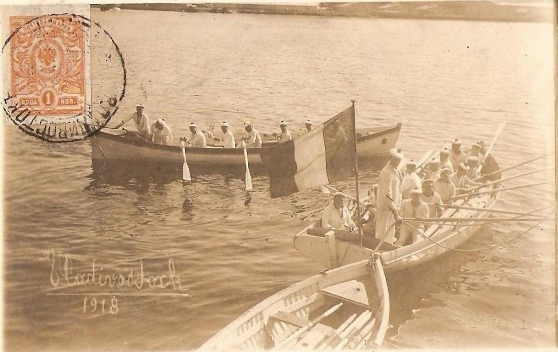 Французские моряки на шлюпках