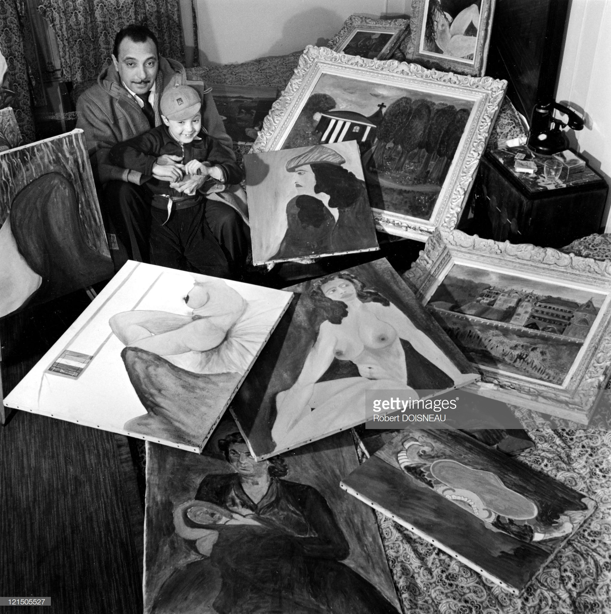 1951. Жан-Батист Рейнхардт, так называемый Джанго Рейнхардт— французский джазовый гитарист-виртуоз, один из основателей стиля «джаз-мануш».