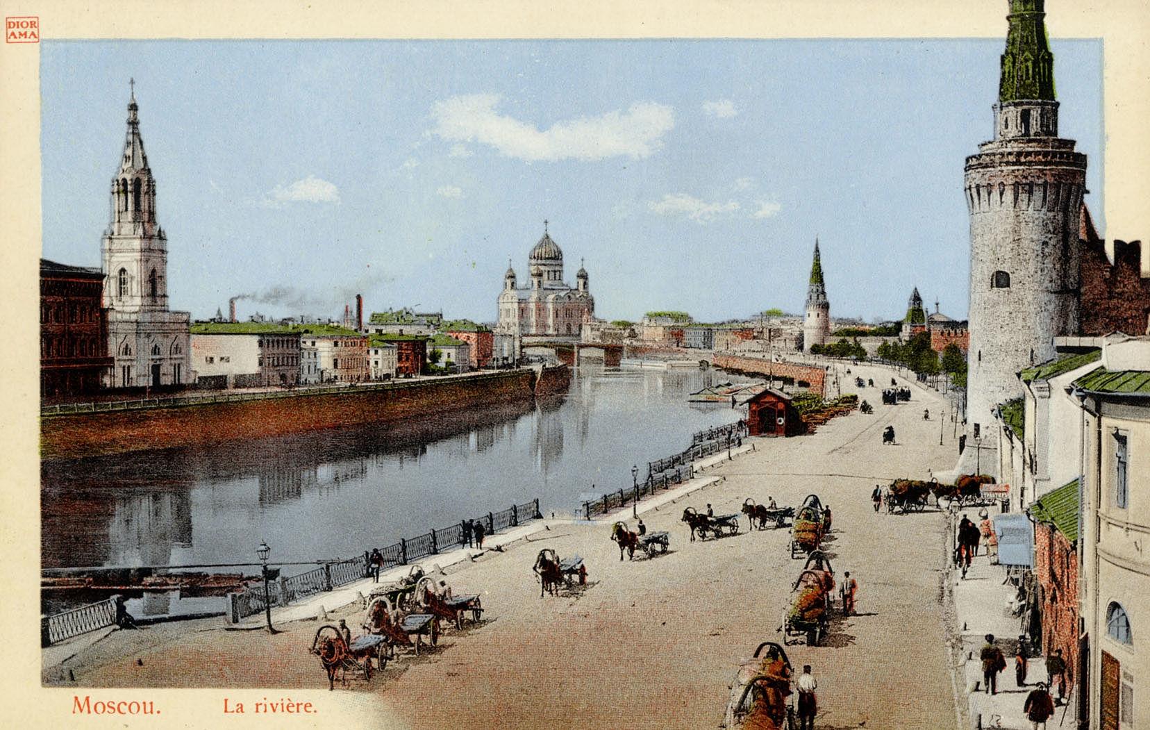 Вид на Москворецкую набережную и храм Христа Спасителя.