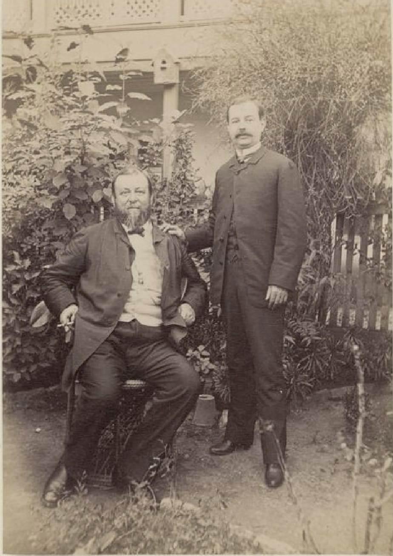 12. Тифлис. Эдмон Котто (9 ноября 1833 — 5 декабря 1896) — профессиональный французский кругосветный путешественник и М. Эйчерме в саду