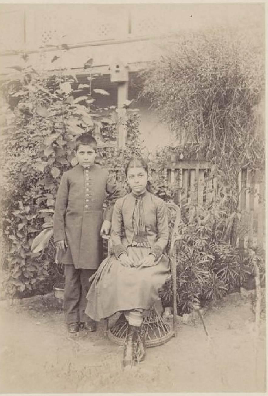 14. Тифлис, школьник и его сестра