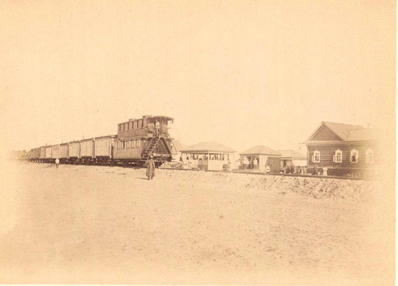 28. Узун-Ада, Железнодорожный путь с поездом