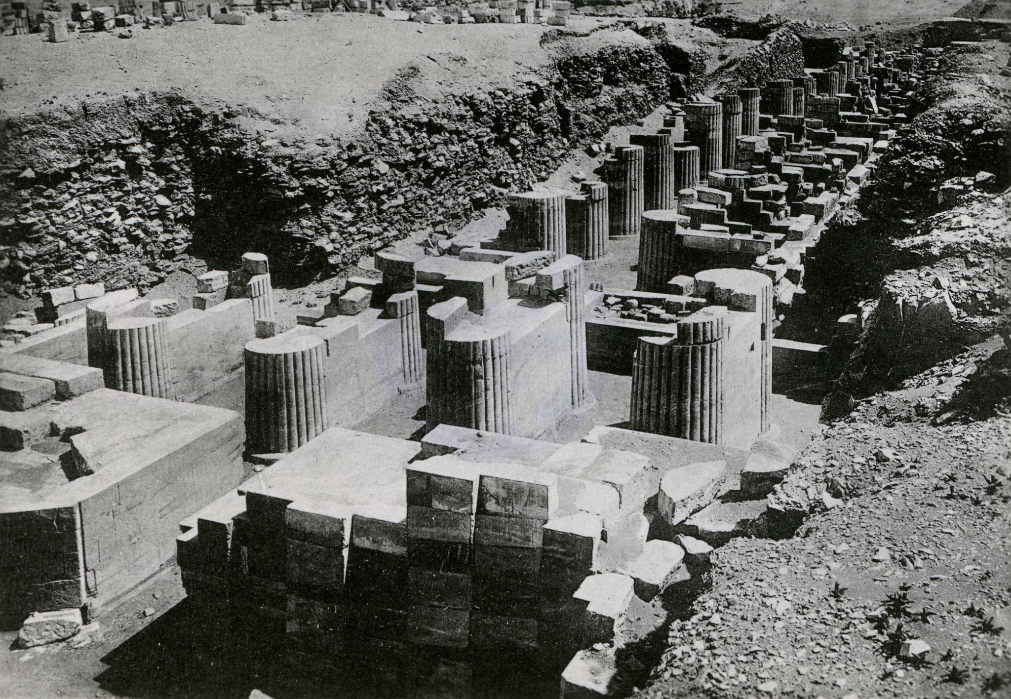 1920. Вход и вестибюль пирамиды Джосера, Саккара