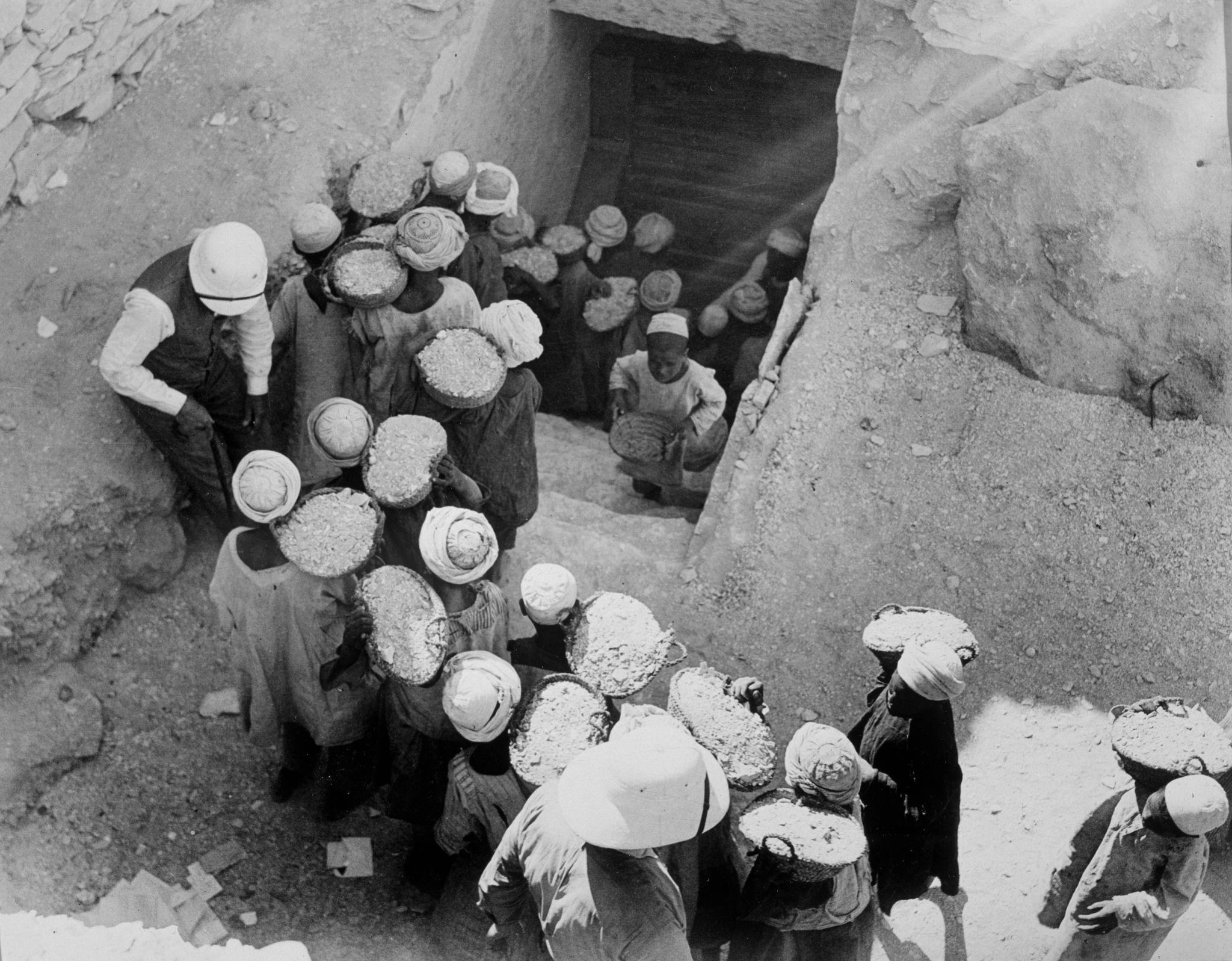 1923. Запечатывание гробницы Тутанхамона, февраль