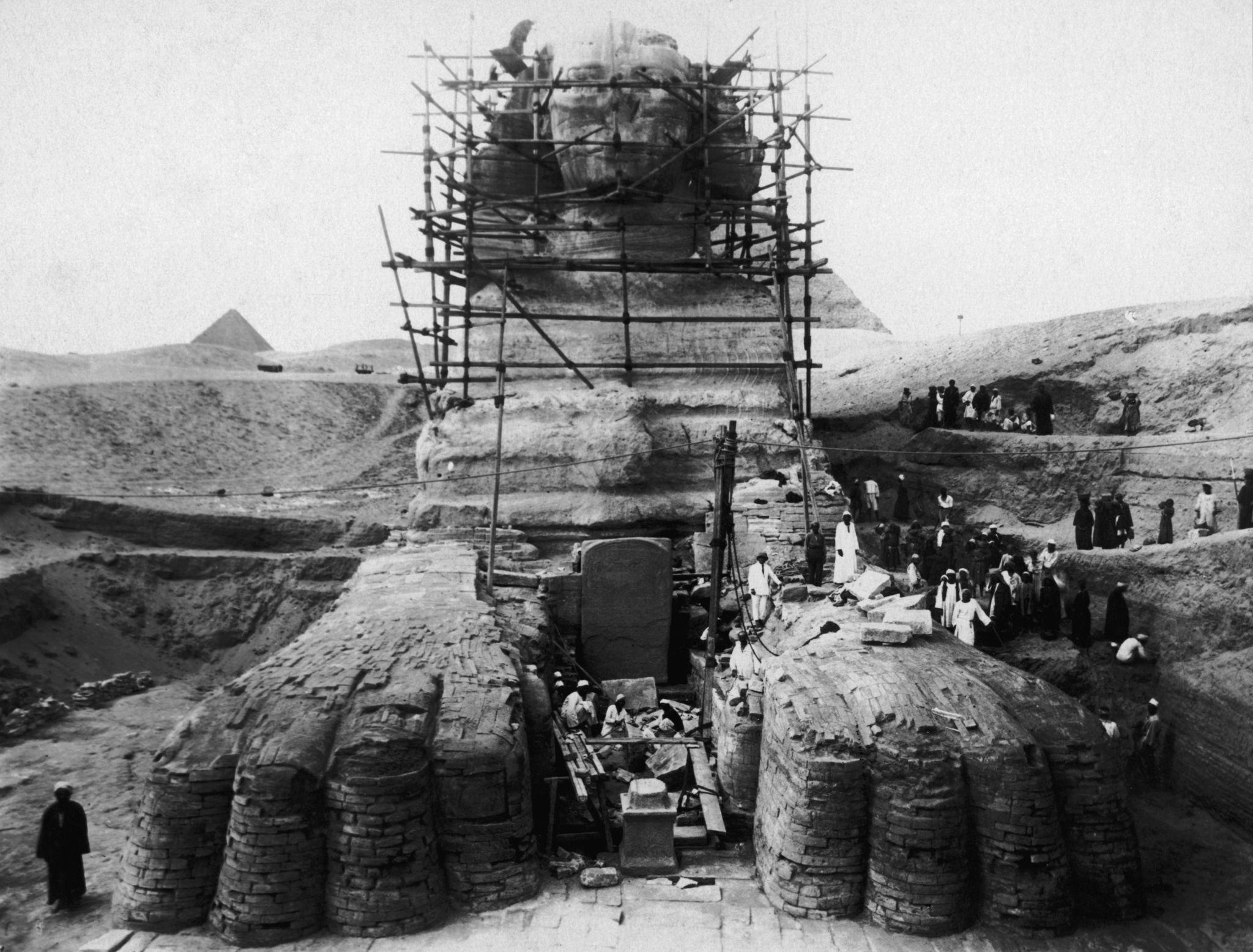 1925. Ведутся работы по расчистке от песка Большого Сфинкса в Гизе