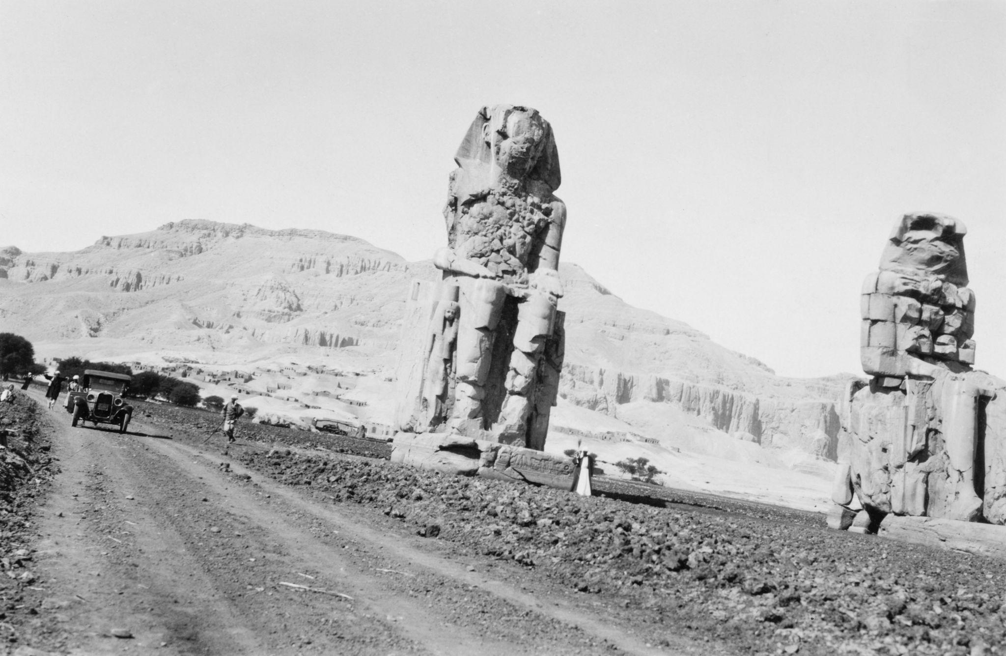 1925. Колоссы Мемнона