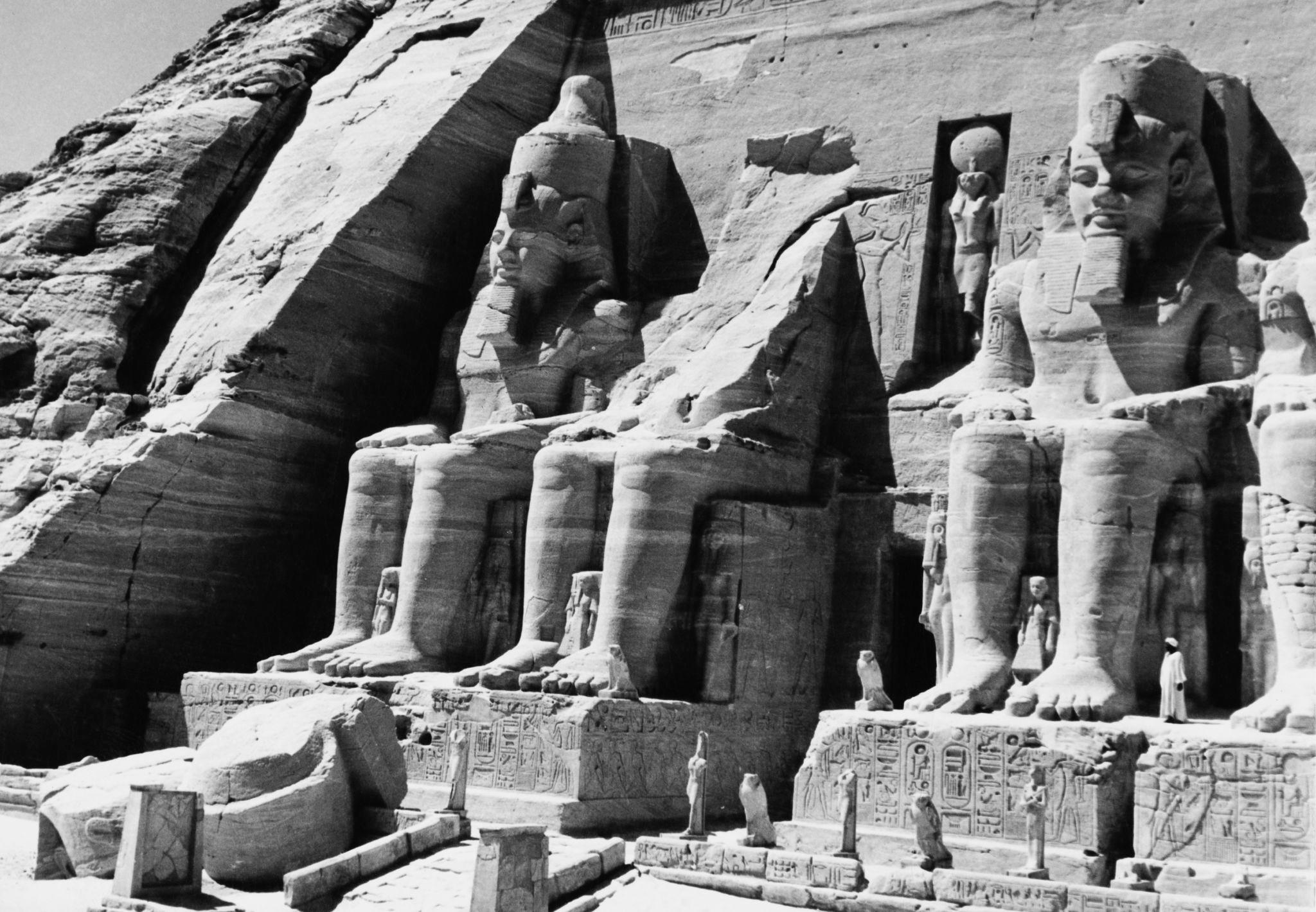 1955. Три из четырех 20-метровых статуй египетского фараона Рамсеса II в Большом храме Рамсеса II в Абу-Симбеле