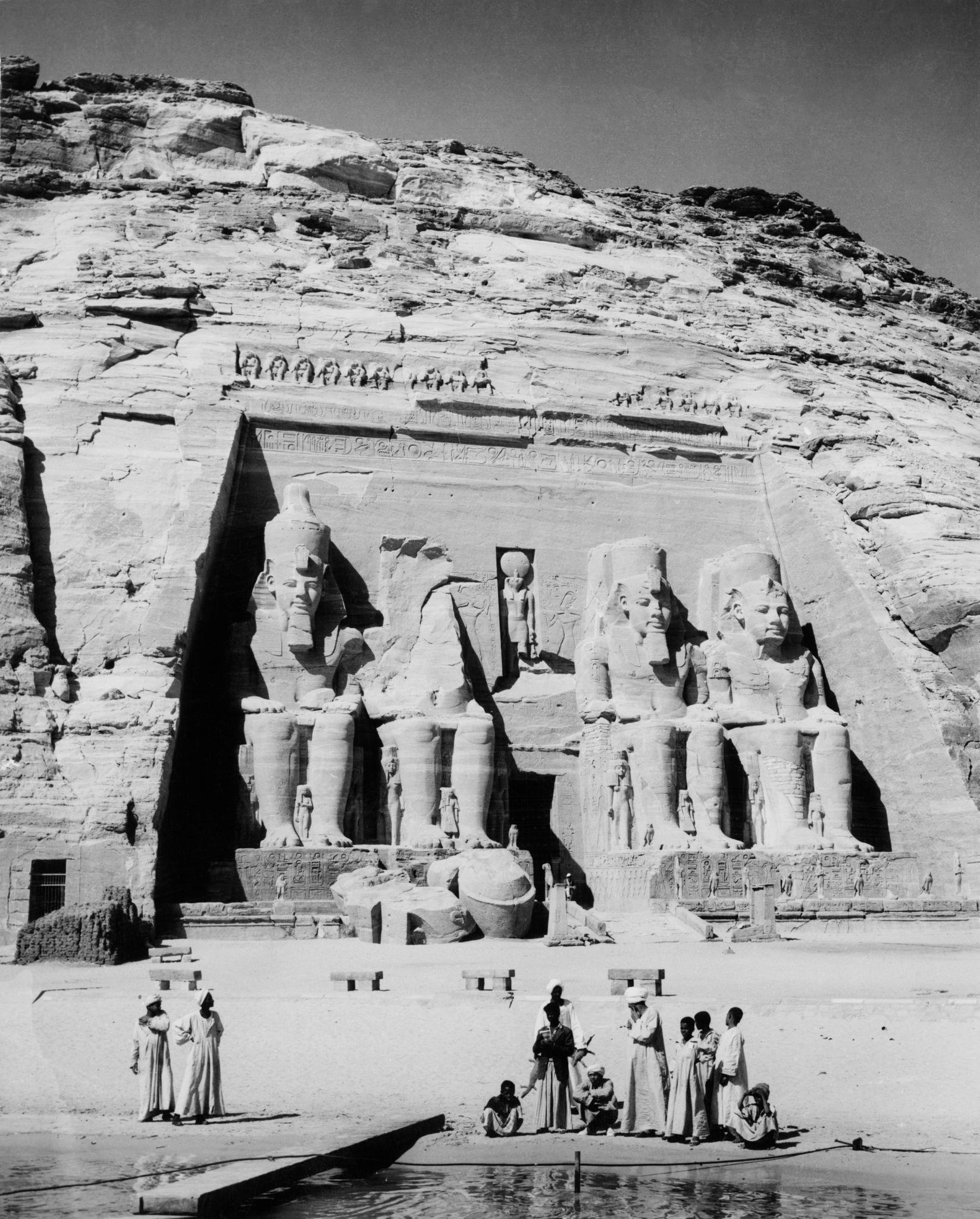 1964. Четыре 20-метровых статуи египетского фараона Рамсеса II в Большом храме Рамсеса II в Абу-Симбеле