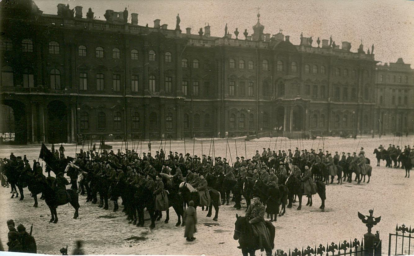 «Пролетарий - воин на коне». Петроград.