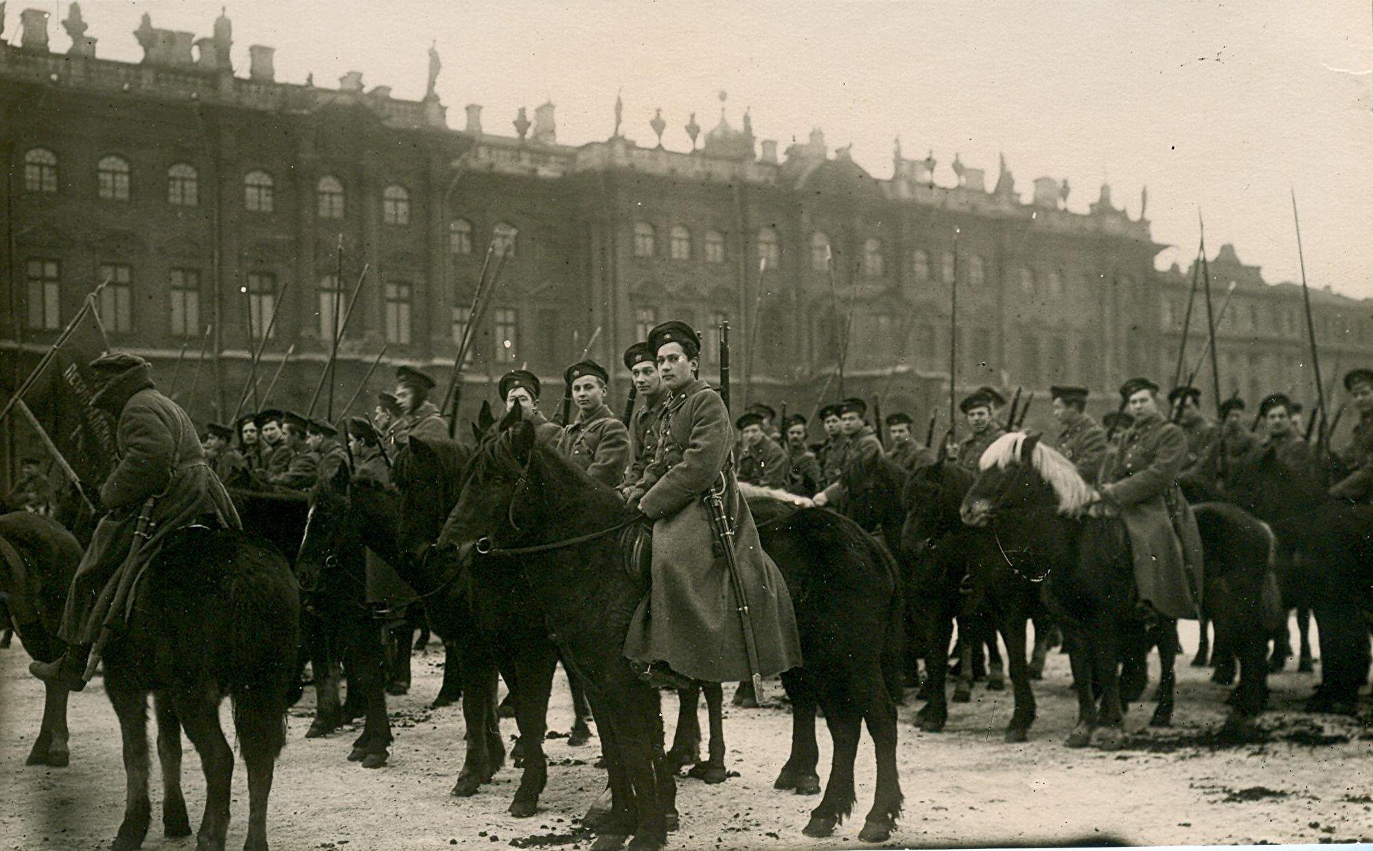 «Пролетарий - воин на коне». Петроград