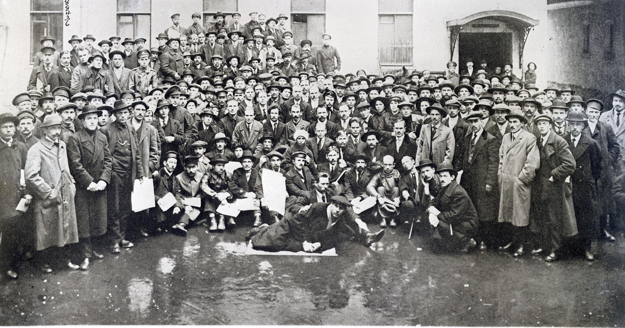 Первый солдатский университет, созданный членами гвардии Таврического дворца