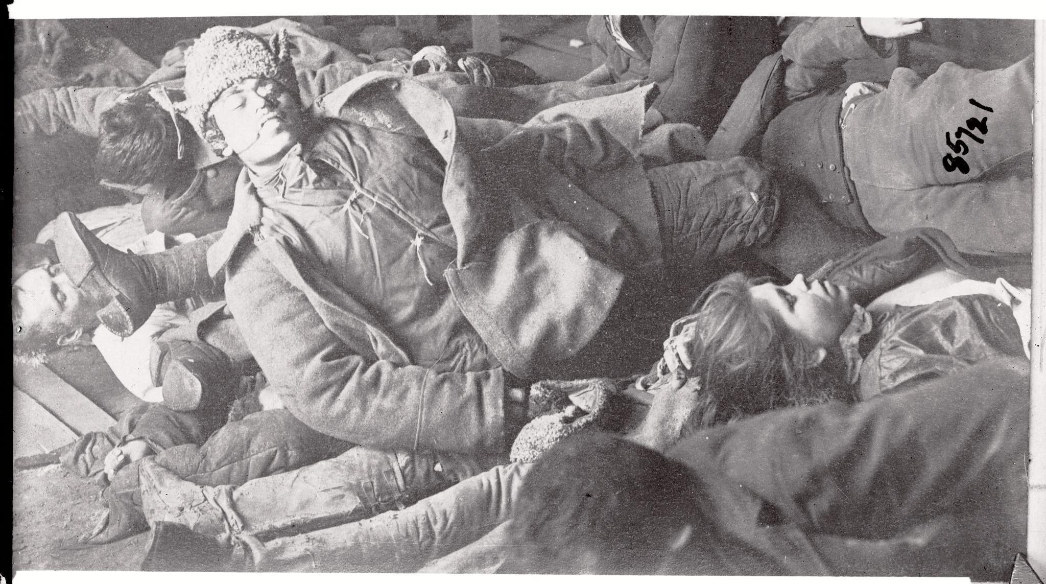 Тела горожан, погибших во время боев на улицах Казани