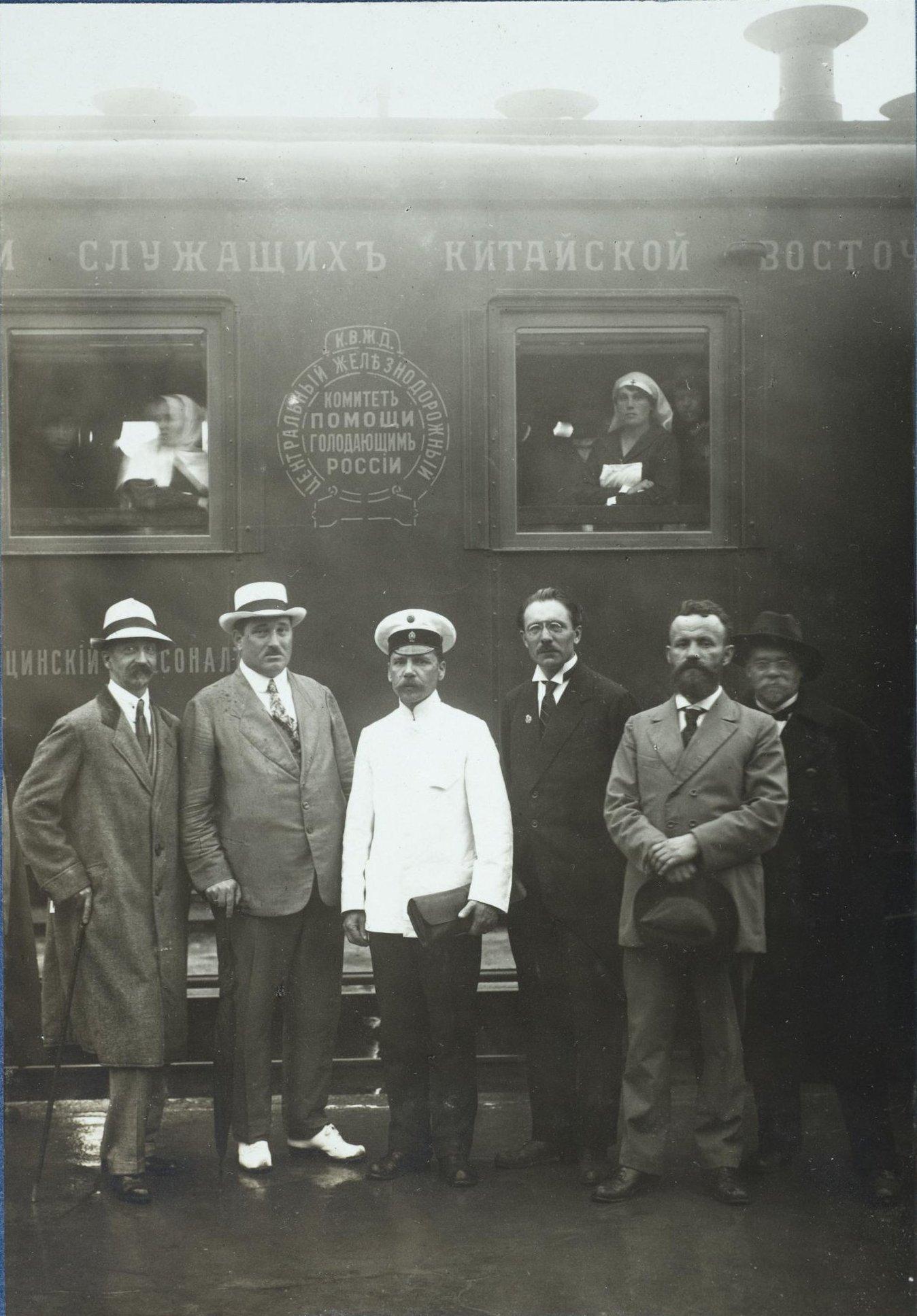 Комиссия по снаряжению врачебно-питательного поезда. Харбин. 31 мая 1922