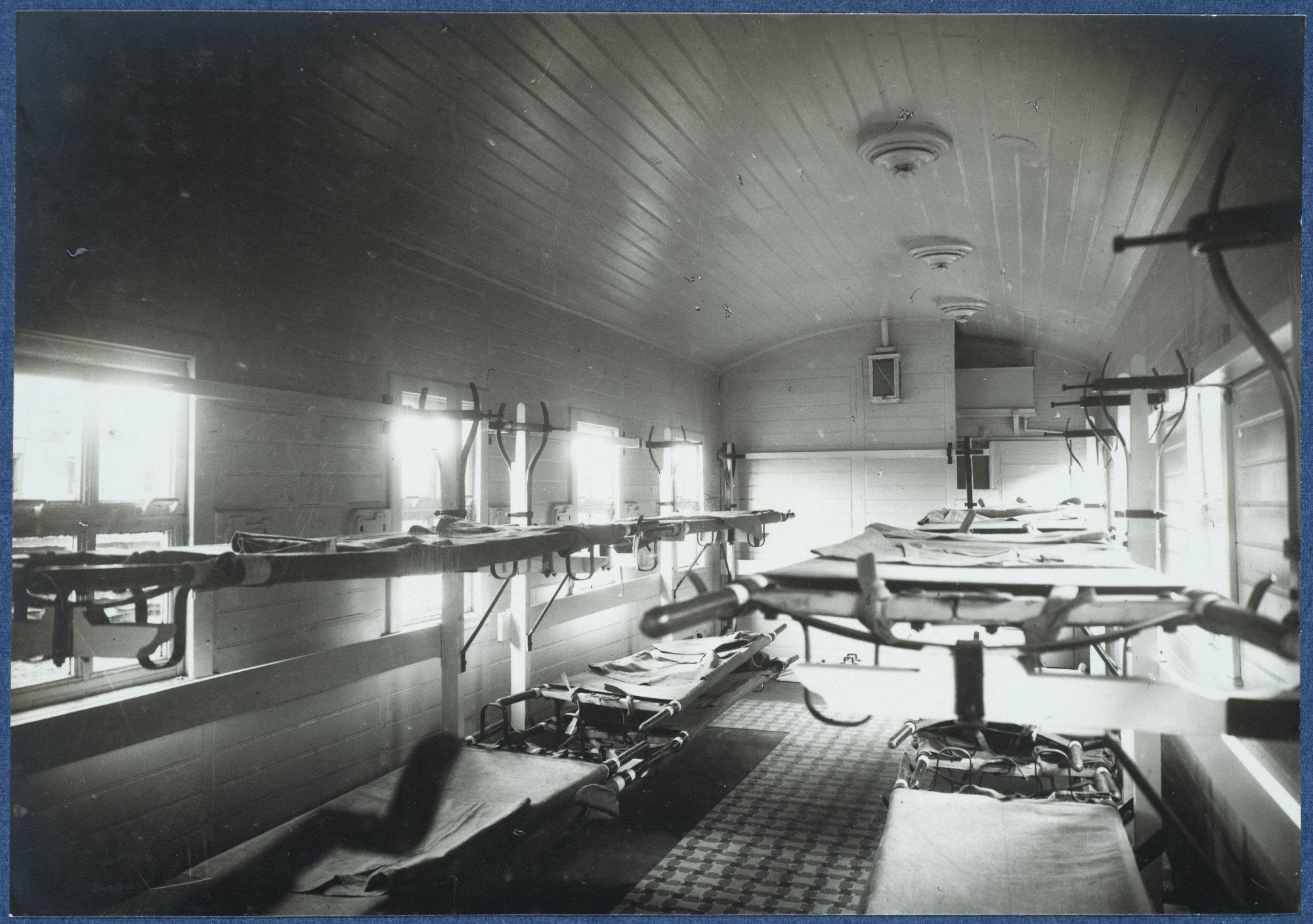 Внутреннее оборудование вагона для больных..