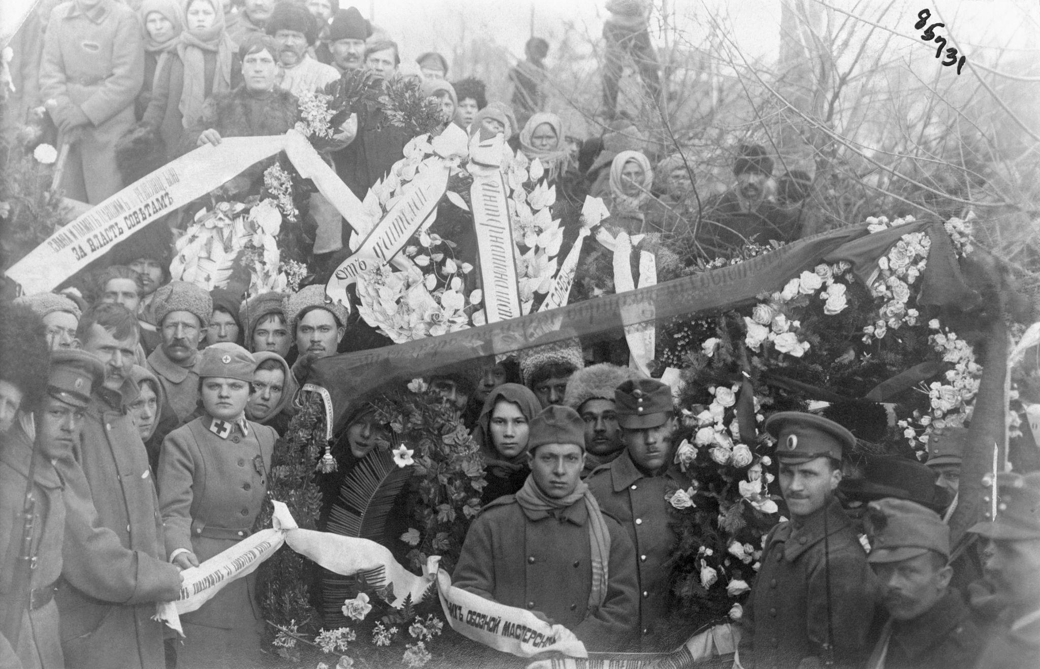 Международный полк казанских большевиков на большевистских похоронах