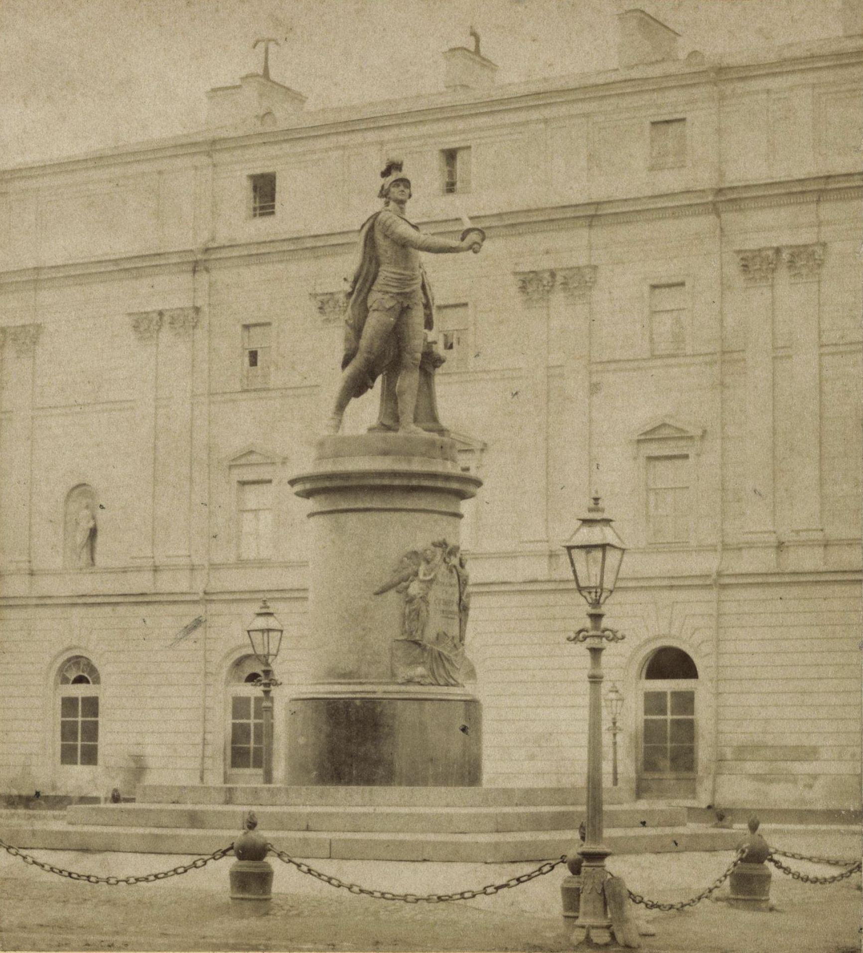 Памятник Суворов