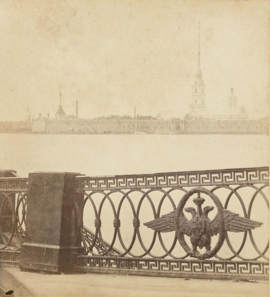 Вид на Петропавловскую крепость с пл.Суворова