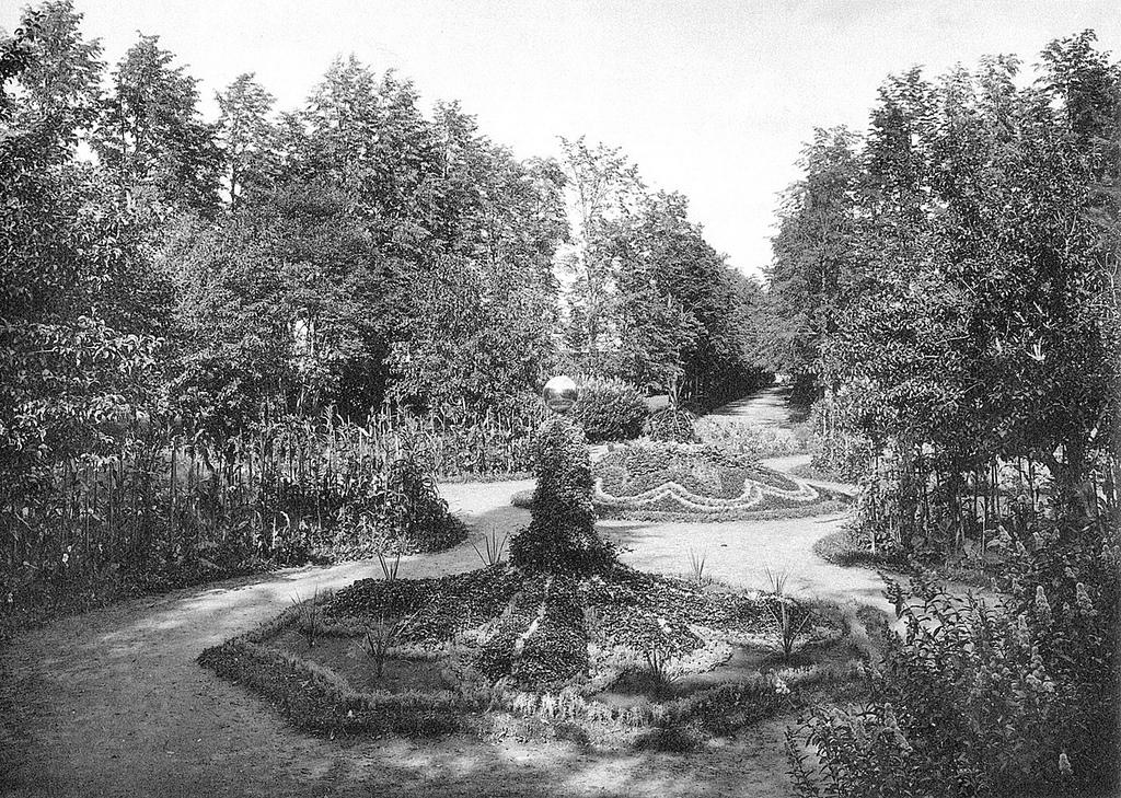 Центральная аллея в Коноваловском парке