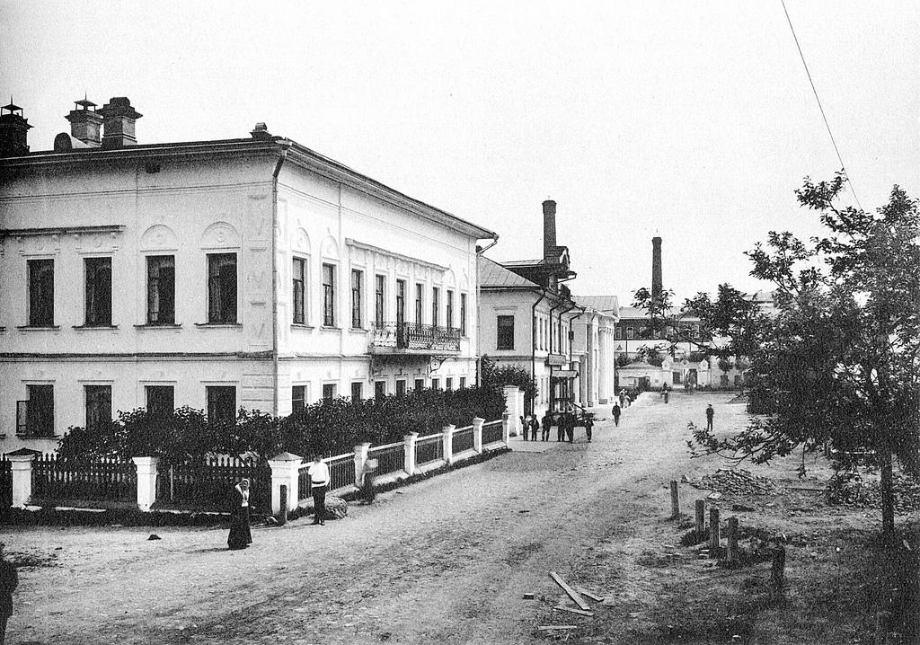 Два родовых дома фабрикантов Коноваловых.