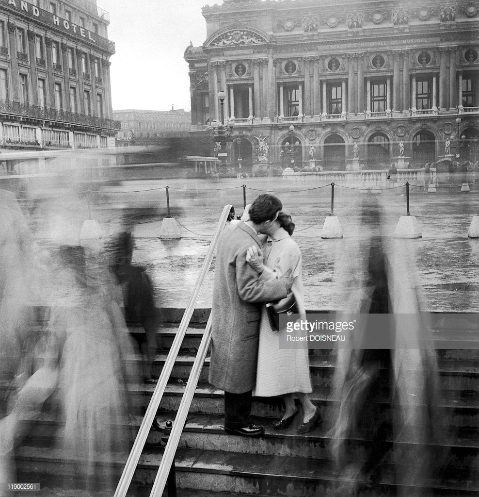 1950. Поцелуй на площади Оперы