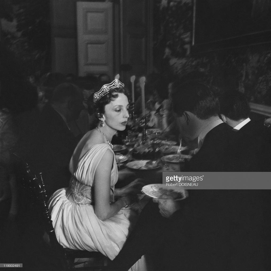 1957. Графиня де Бурбон-Бюссе, Шато де Гранде, май