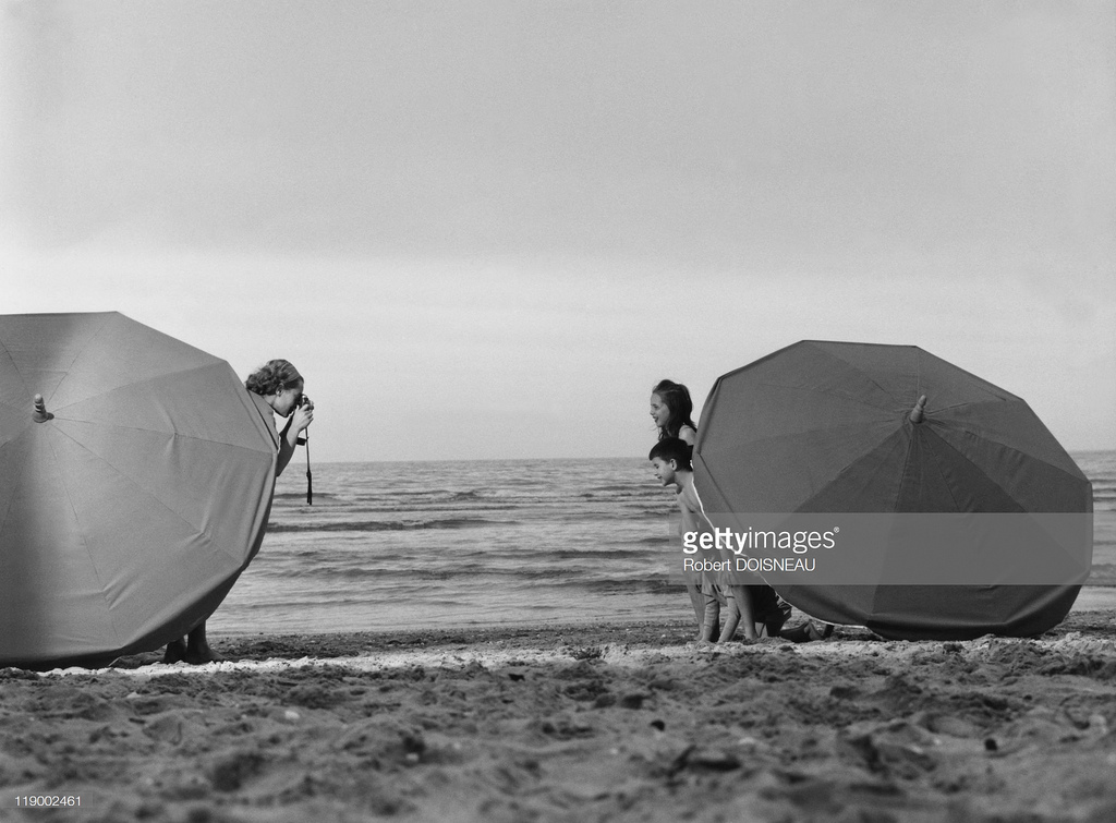 Семейная сцена на пляже