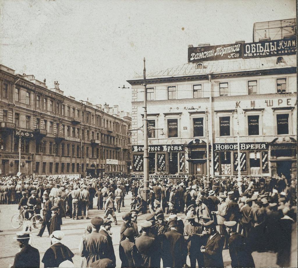 Митинговые «кучки» на Невском проспекте. 3-5 июля
