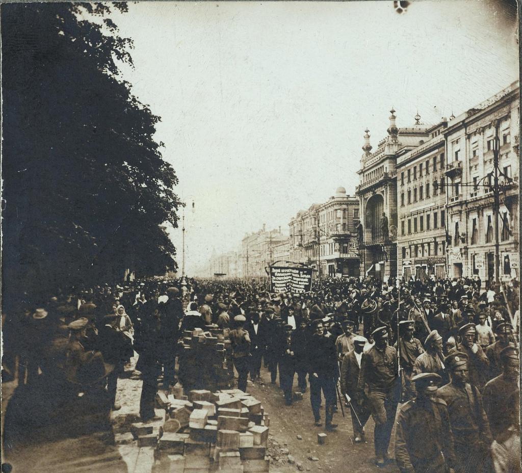Демонстрация рабочих против Временного правительства на Невском проспекте. 3-5 июля