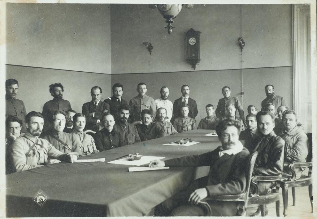 Заседание Военно-революционного комитета в Моссовете.