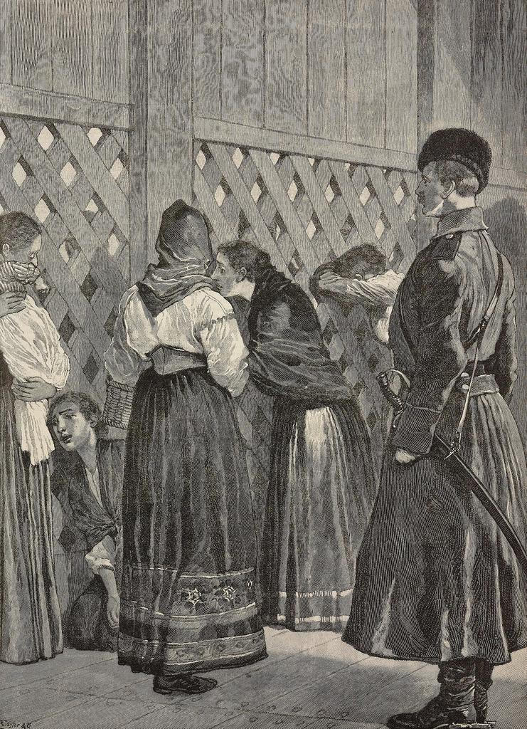 1896. Женщины у тюремных ворот в Иркутске