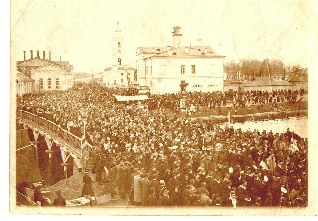 Крестный ход от Троицкого собора. 1903